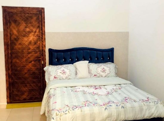 Clean furnished room for daily rent in Al Mawaleh(with wifi viber)